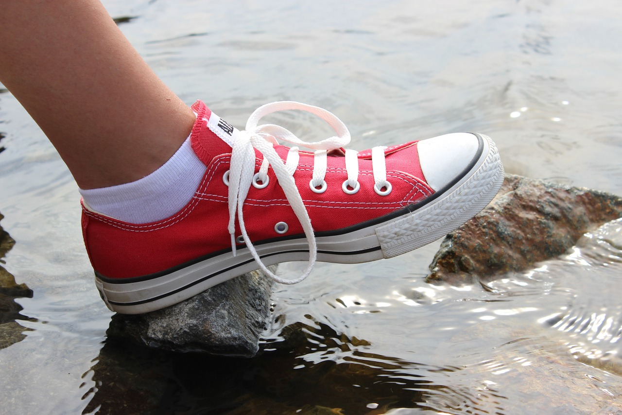 Sneakers red photo